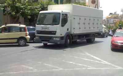 Πλατεία Αγίου Νικολάου, Φορτηγό σταθμευμένο στην μέση του δρόμου - 20080723