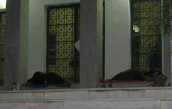 Αγιος Νικόλαος, Νομαρχία Λασιθίου, Ιατροί για απόκτηση ειδικότητας που κοιμήθηκαν έξω από την είσοδο - 200907270243