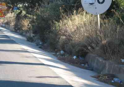 Αγιος Νικόλαος, Σκουπίδια στην Εθνική οδό - 200907311726