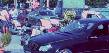 Οχημα και υπάλληλος της ΔΕΑΝ που μετέφεραν σε βουλκανιζατέρ όχημα του Γιώργου Βάρδα - 200908011002