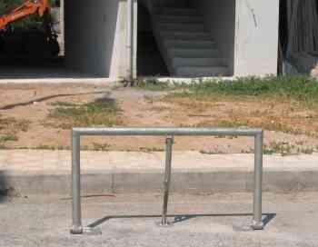 Αγιος Νικόλαος, Παραποτάμιος δρόμος, Παράνομη κατασκευή για παρκάρισμα - 200908051540