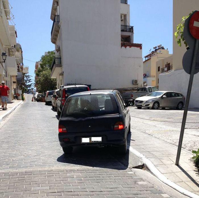 Αγιος Νικόλαος, χώρος στάθμευσης πίσω από Αγία Τριάδα - 20140819-1