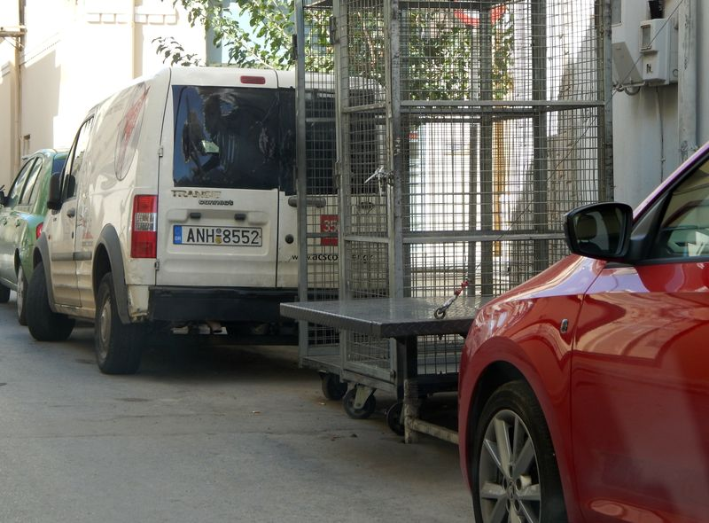 Αγιος Νικόλαος, κατάληψη πεζοδρομίου και οδοστρώματος - 201410071423