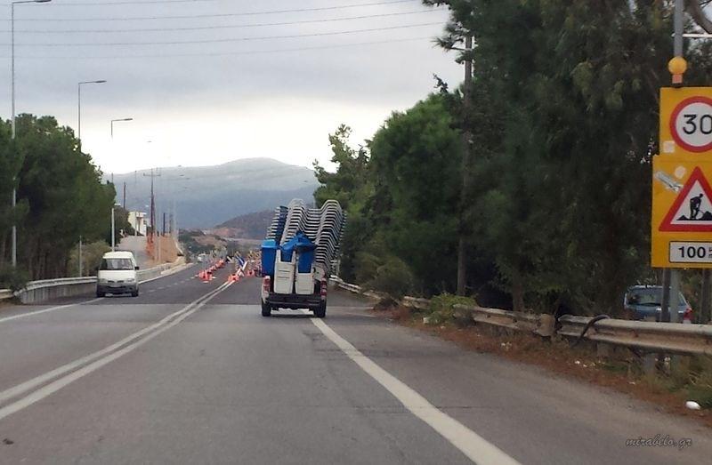 Αγιος Νικόλαος, Εθνική οδός, όχημα με ξαπλώστρες - 20141027_150104