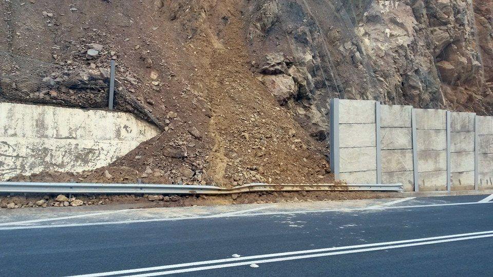 Σεληνάρι, ζημιές στο έργο προστασίας από πτώση βράχων - FB_20150116_Selinari